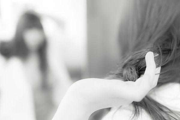 新娘发型步骤:简单大气端庄文雅的新娘盘发发型
