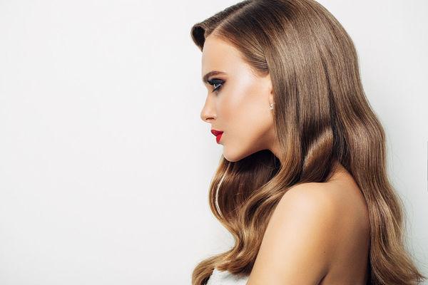 咖啡色头发图片:打造清新百变发型的气质咖啡色