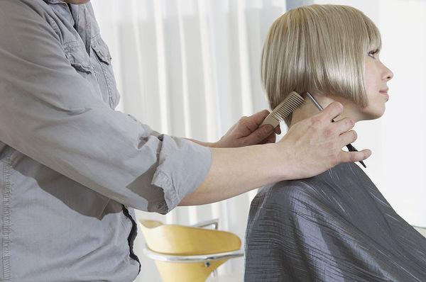 2016发型流行趋势之微翘发型 发尾微卷翘更是亮点